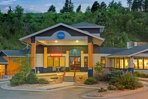Travelodge by Wyndham Rapid City - Rapid City - Building