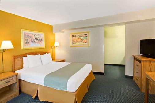 Travelodge by Wyndham Rapid City - Rapid City - Bedroom