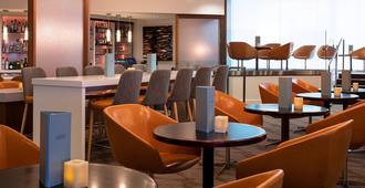 Delta Hotels by Marriott Edmonton South Conference Centre - Edmonton - Restaurante