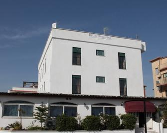 The Baron Hotel - Minturno - Building