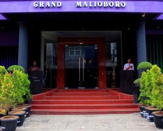 Grand Malioboro Hotel - Джамбі - Building