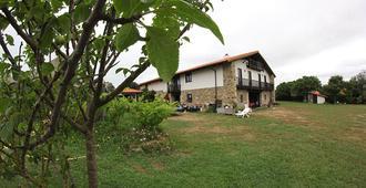 Hostel Barrika Surf Camp - Elexalde - Building