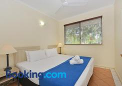 Seascape Holidays - Coral Apartments - Port Douglas - Bedroom
