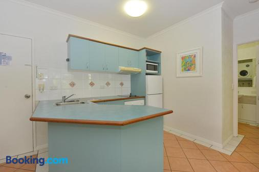 Seascape Holidays - Coral Apartments - Port Douglas - Kitchen
