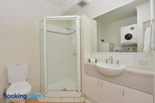 Seascape Holidays - Coral Apartments - Port Douglas - Bathroom
