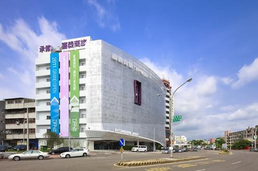 Day Plus Hotel - Chiayi City - Building