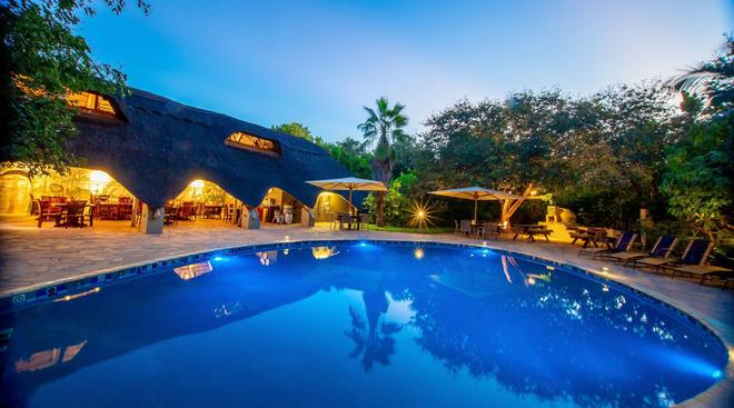 Bayete Guest Lodge - Victoria Falls - Pool