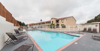 Motel 6 San Antonio - Fiesta Trails - San Antonio - Piscina