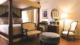 Stonehurst Place Bed & Breakfast - Atlanta - Living room