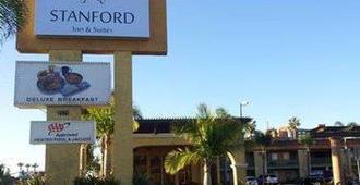 Stanford Inn & Suites Anaheim - Anaheim - Outdoor view
