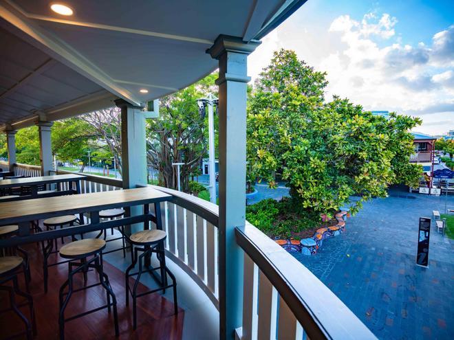 Hides Hotel Cairns - Cairns - Parveke