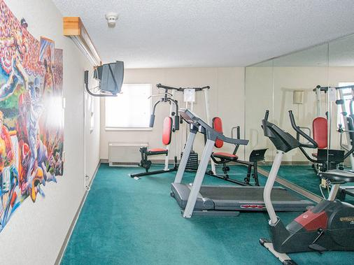 Travelodge by Wyndham Colorado Springs/Hwy 24 E - Colorado Springs - Gym