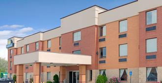 Days Inn by Wyndham Downtown St. Louis - St. Louis - Κτίριο