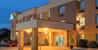 Days Inn by Wyndham Downtown St. Louis - St. Louis - Building