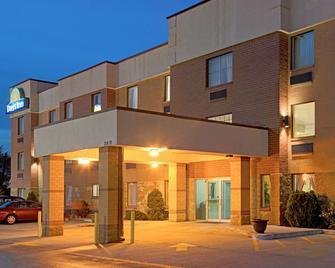 Days Inn by Wyndham Downtown St. Louis - St. Louis - Building