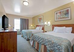 Days Inn by Wyndham Downtown St. Louis - St. Louis - Bedroom