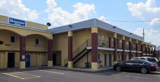 Rodeway Inn - Kansas City - Building