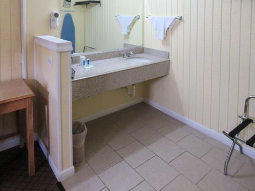 Rodeway Inn - Kansas City - Phòng tắm