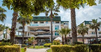 L'ancora Beach Hotel - קמר - בניין