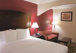 La Quinta Inn & Suites by Wyndham Moreno Valley - Moreno Valley - Schlafzimmer