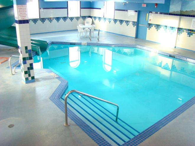 Service Plus Inn and Suites - Grande Prairie - Grande Prairie - Pool