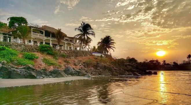 Vista Las Olas Surf Resort - El Cuco - Outdoors view
