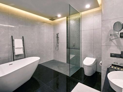 Pullman Kuala Lumpur City Centre - Hotel & Residences - Kuala Lumpur - Bathroom