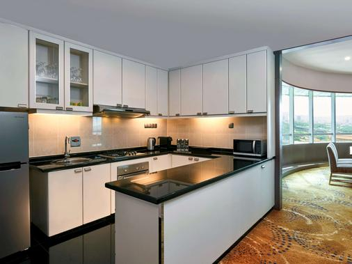 Pullman Kuala Lumpur City Centre - Hotel & Residences - Kuala Lumpur - Kitchen