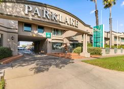 Quality Hotel Parklake Shepparton - Shepparton - Building