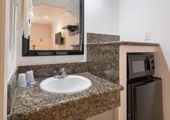 Motel 6 Lomita - Ca - Lomita - Bathroom