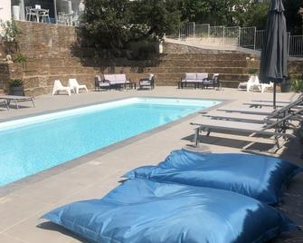 Hotel La Voile - Bormes-les-Mimosas - Zwembad