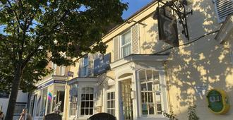 The George At Easingwold - York - Building
