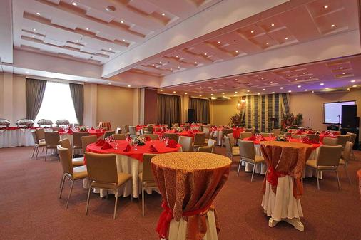 Microtel by Wyndham Davao - Davao City - Banquet hall