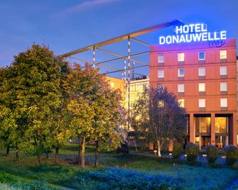 Trans World Hotel Donauwelle - Linec - Building