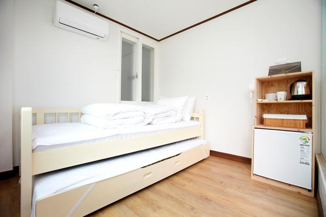 24 Guesthouse Sinchon Hongdae - Seoul - Bedroom