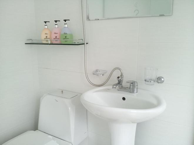 24 Guesthouse Sinchon Hongdae - Seoul - Bathroom