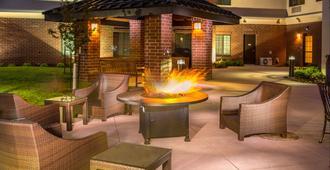 Staybridge Suites Denver - Stapleton - דנבר - פטיו
