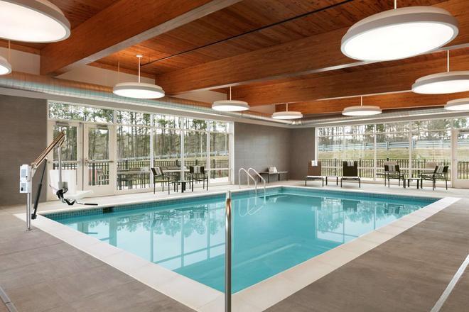 Country Inn & Suites Charlottesville-Uva - Charlottesville - Pool