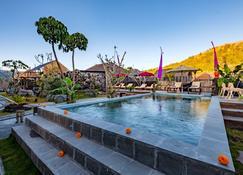 Latengaya Mount Batur View Bungalow - Kintamani - Pool