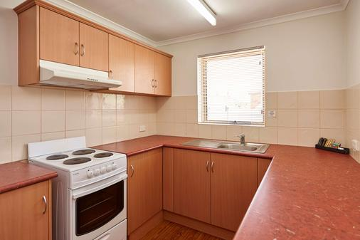 Elphin Motel & Serviced Apartments - Launceston - Kitchen