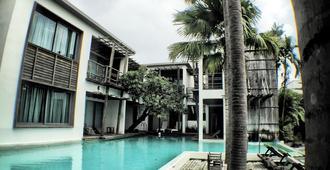 Paragon Inn - Bangkok - Pool