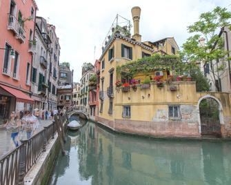 Residenza De L'Osmarin B&B - Venice - Outdoors view