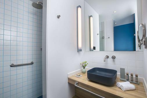 Campanile Shanghai Jing An Hotel - Shanghai - Bathroom
