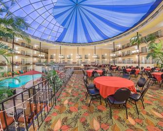 Holiday Inn Des Moines-Airport/Conf Center - Des Moines - Restaurant