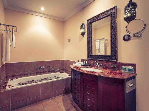 Mercure Grand Hotel Seef - All Suites - Manama - Bathroom