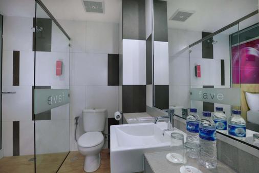 Favehotel Ahmad Yani Banjarmasin - Banjarmasin - Bathroom