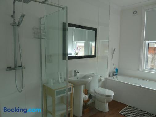 Number Ninety One - Eastbourne - Bathroom
