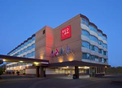 Red Lion Hotel Seattle Airport - SeaTac - Building