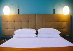 Modern Hotel and Apartments - Boise - Bedroom