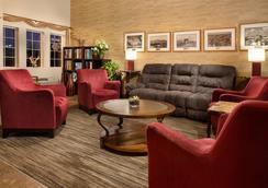 Hilltop Inn - Pullman - Lounge
